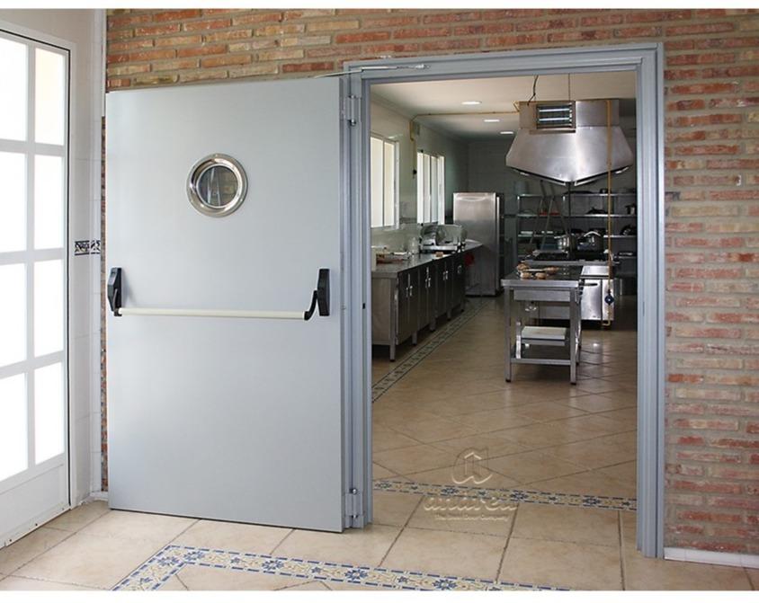 tipos de puertas metálicas