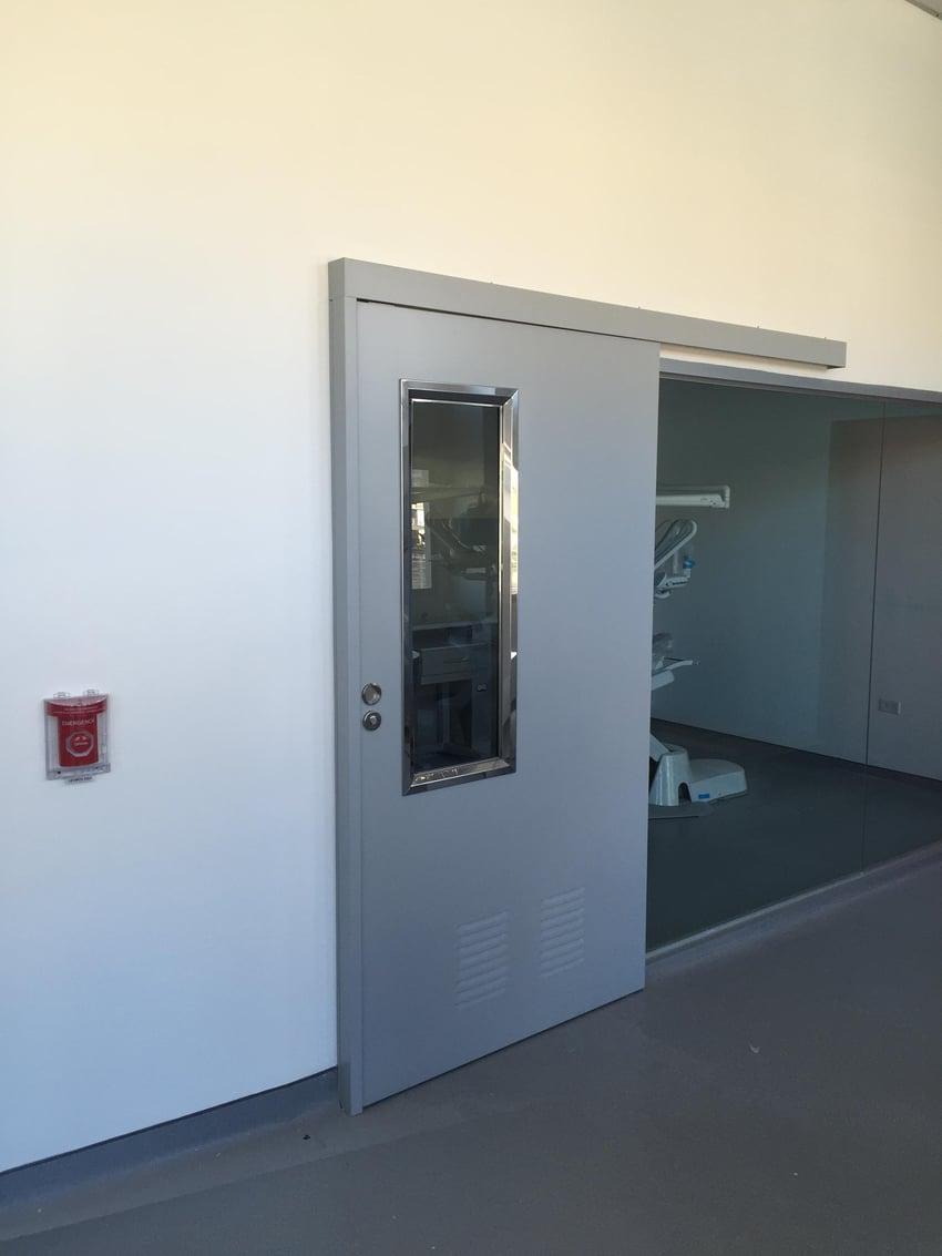 puertas corredera instalada mediante ingeniería de accesos
