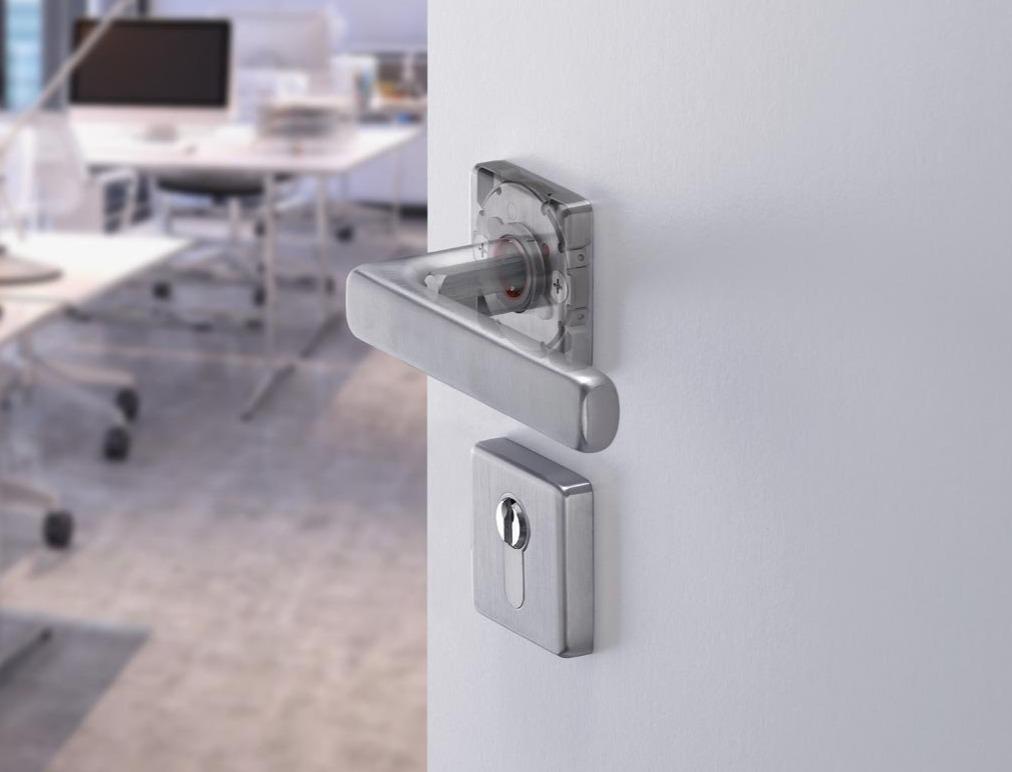 accesorios puertas metálicas